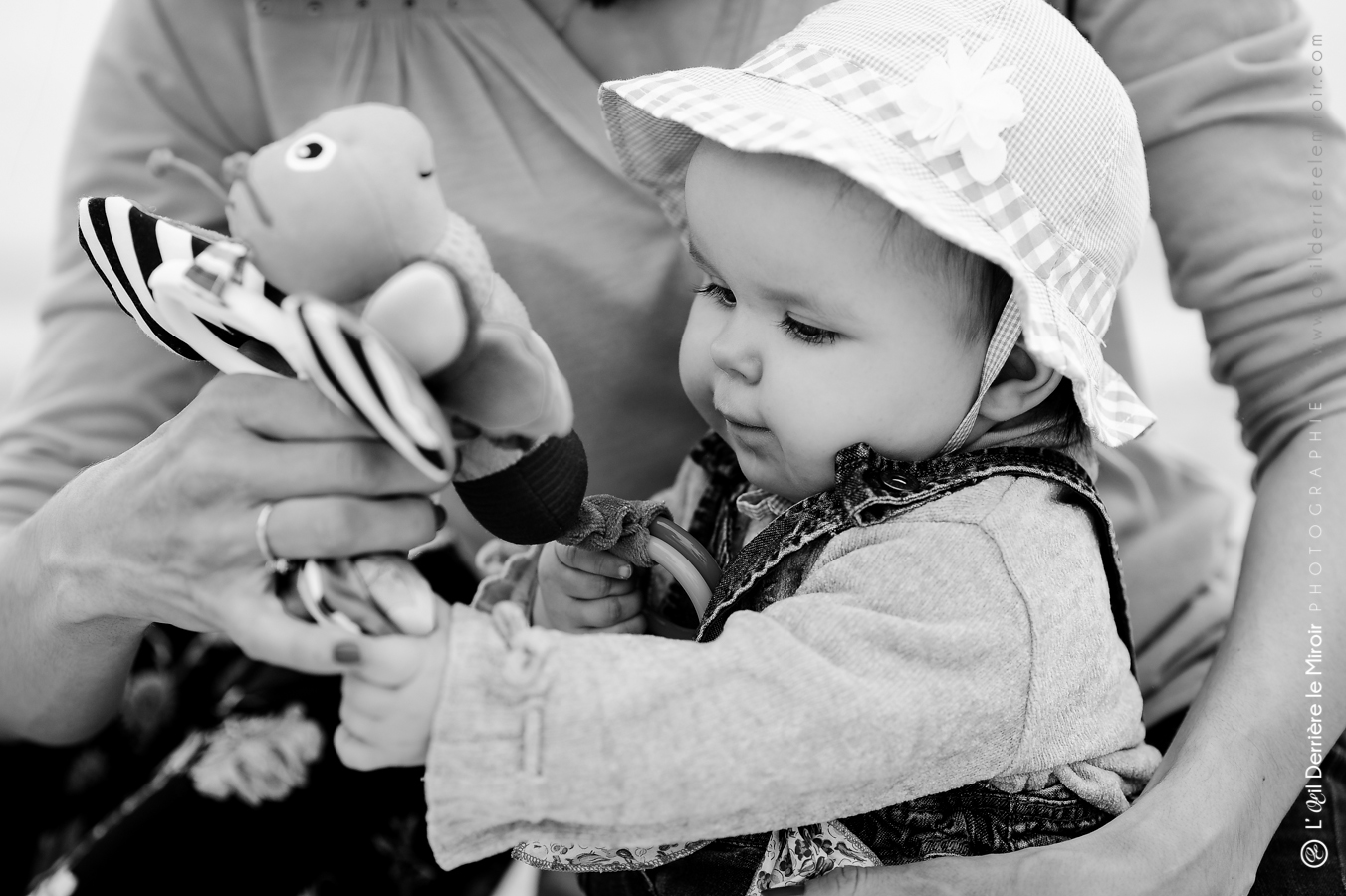 photographe-bebe-loeilderrierelemiroir-015