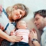 Séance photo de naissance en famille • Photographe naissance 06 Cagnes sur Mer Alpes-Maritimes