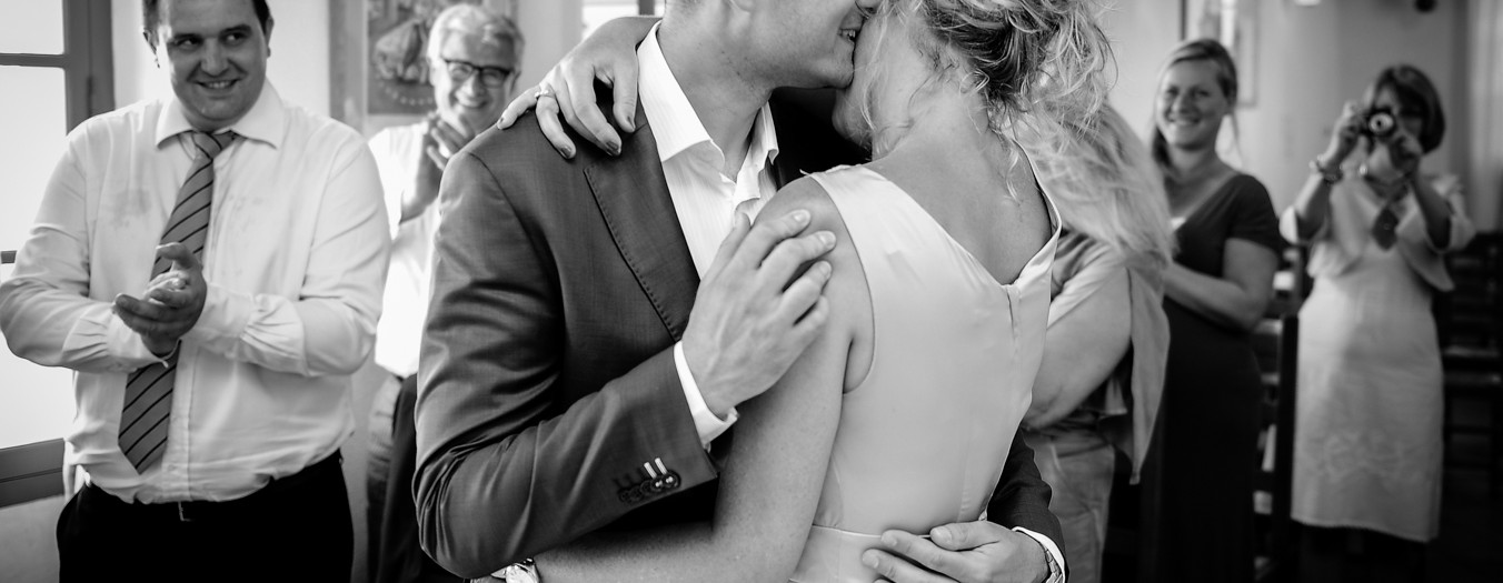 Mariage civil de Larissa & Fabien par L'OEil Derrière le Miroir - Photographe de mariage à Biot