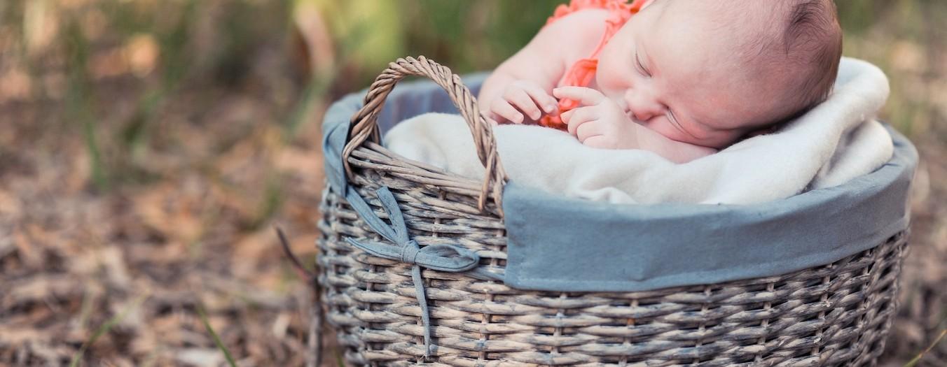 Photographe bébé Cannes : une séance photo en famille pour la naissance de Livia