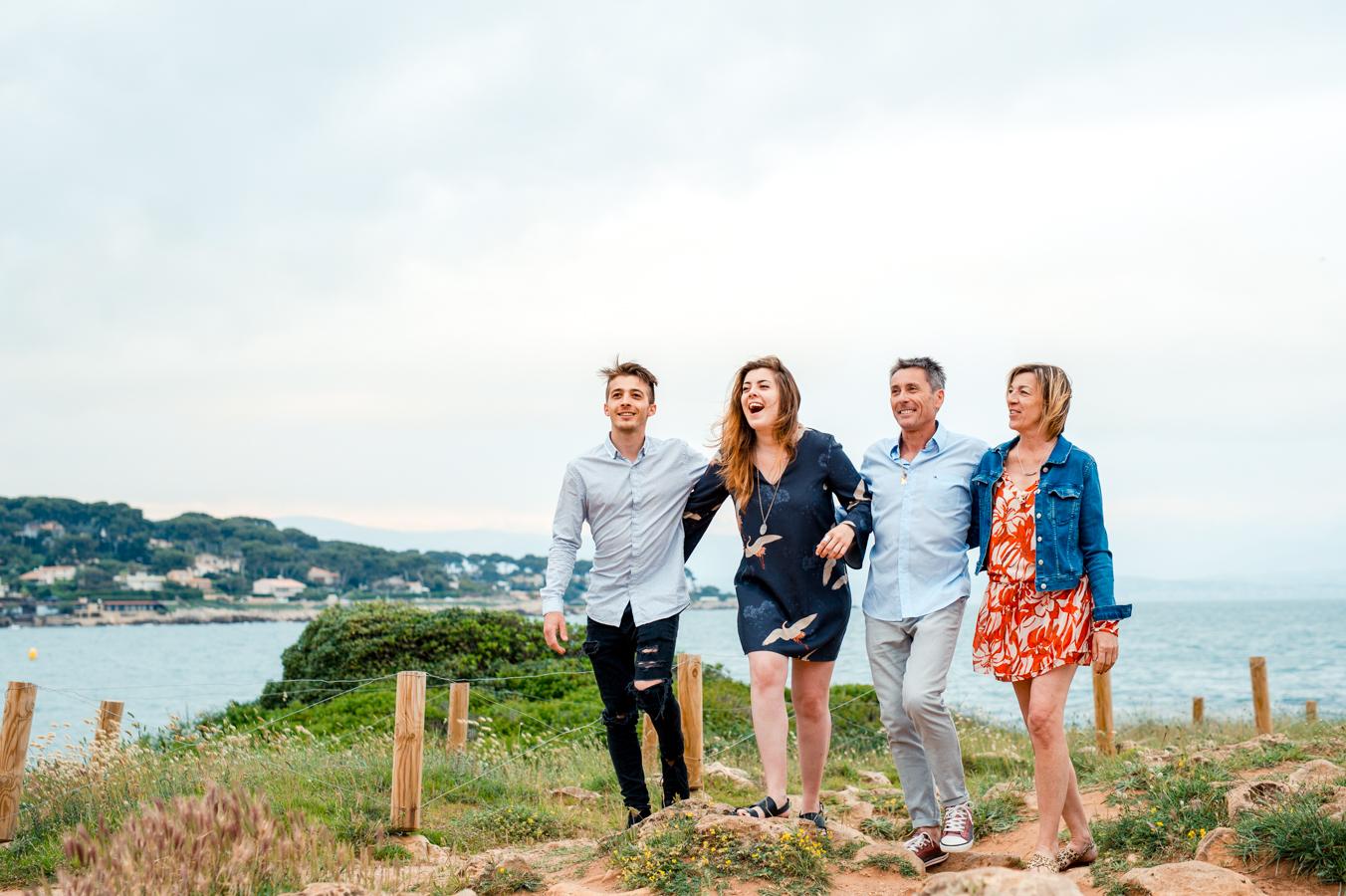 Séance photo de famille au Cap d'Antibes par L'Œil Derrière le Miroir - Family photoshoot